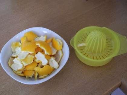 Очистить апельсины от кожуры, из мякоти сделать сок