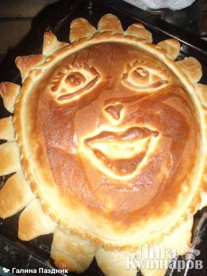 Вот так, пирог с курагой и черносливом готов. Точно так же можно приготовить пирог с абрикосами.