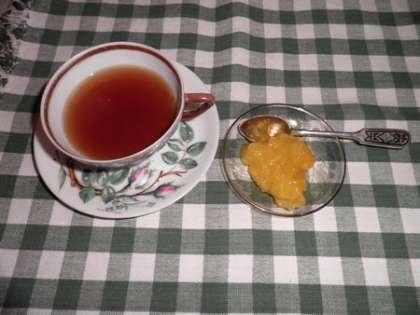 Варенье можно есть просто с чаем или класть на тост