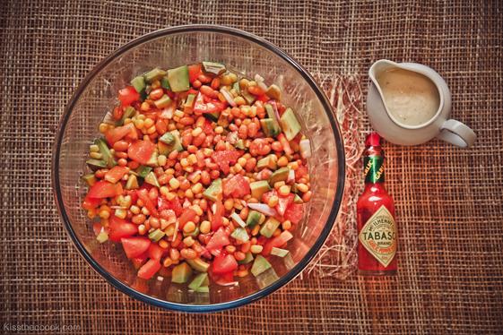 Салат можно кушать в 3-х вариантах: с соусом табаско, с домашней заправкой, которую мы и приготовили или же просто, слегка подсолив.    Приятного аппетита)
