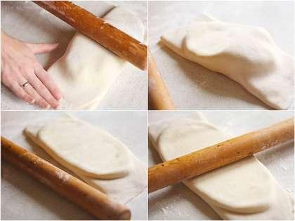 Достаем масло из холодильника (тесто и масло должны быть примерно одной температуры, поэтому тесто тоже должно быть еще холодным), кладем на лист теста поперек и посередине. Накрываем сначала одной стороной, а потом второй, осторожно натягивая края и прижимая пальцами концы, чтобы получился вот такой хорошо запечатанный