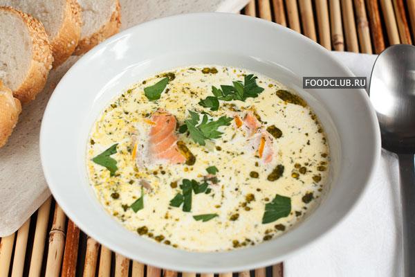Подавайте суп горячим, посыпав нарезанной петрушкой, со свежим хлебом.