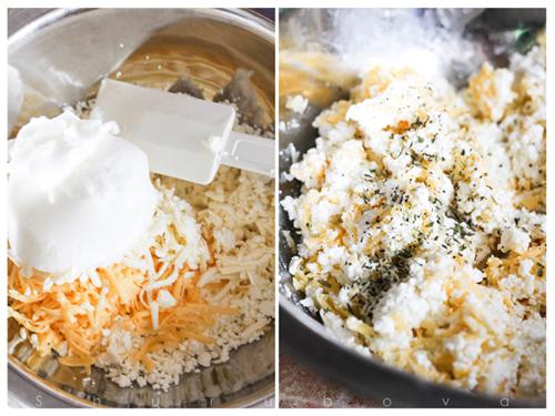 Смешиваем творог с тертым сыром. Яйцо разделяем на белок и желток. Белок взбиваем до мягких пиков. Аккуратно смешиваем его с творожно-сырной массой. Добавляем по вкусу молотый перец и соль, если есть в этом необходимость. Помните, что сыры соленые!