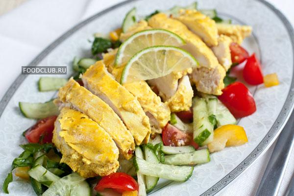 Подавайте грудки горячими, дополнив свежими овощами на ваш вкус.