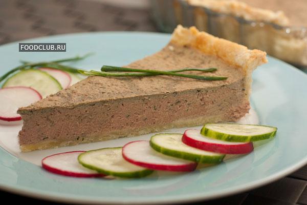 Готовый пирог можно хранить 2-3 дня в холодильнике, накрыв пищевой пленкой.  На срезе пирог должен быть нежно-розового цвета.