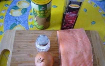 В отличие от маринадов для обычных шашлыков из мяса, маринад для семги значительно отличается: для неё нужны более нежные консерванты, иначе она размягчится до такого состояния, что её очень сложно будет нанизывать на шампура.