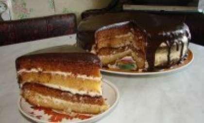 Остывшей глазурью смазываем торт. Ставим торт в холодильник на несколько часов – чтобы хорошо пропитался. Теперь вы знаете, как приготовить Сметанник, рецепт СЃ фото которого мы описали выше.