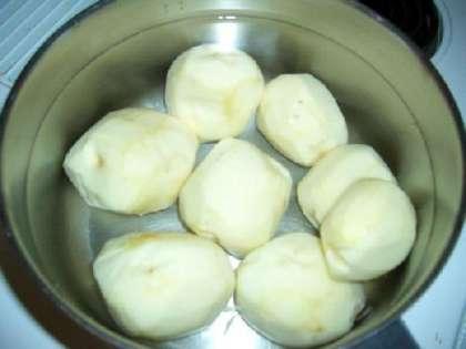 Варите картофель 15-20 минут.