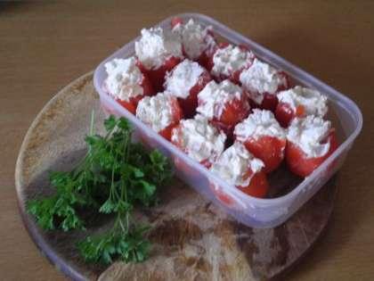 Наполнить помидорки начинкой