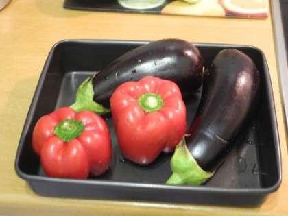 Перцы и баклажаны запечь в духовке