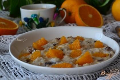 Готово! Кашу разложить по тарелкам и украсить кусочками апельсина.Приятного аппетита !