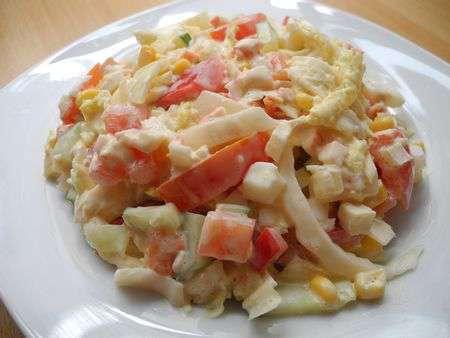 Салат из китайской капусты с крабами