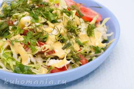 Салат со свежей капустой под горчичной заправкой