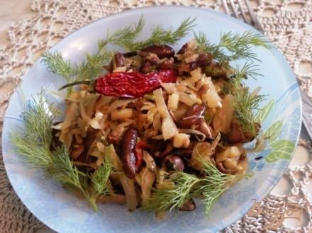 Гарнир из квашенной капусты и фасоли