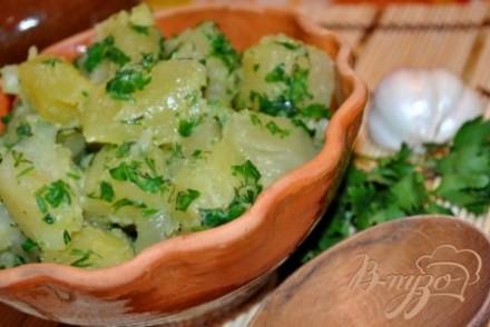 Молодой картофель с чесноком и зеленью