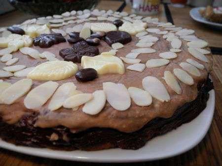 Кекс с миндалем и кокосом в глазури