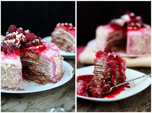 Малиново-шоколадный блинный торт с кешью