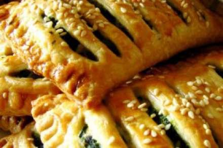 Пирожки со шпинатом и яйцами