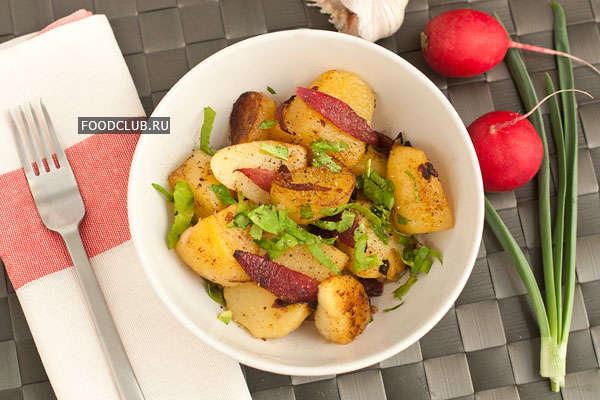 Жареный картофель с красным луком