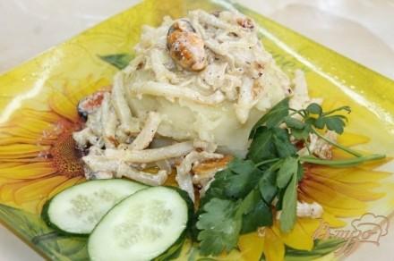 Картофельное пюре с подливой из морепродуктов