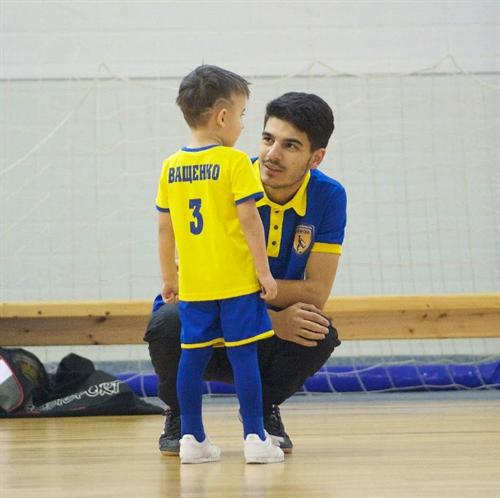 тренер детской футбольной школы