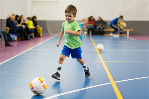 ребенок футболист