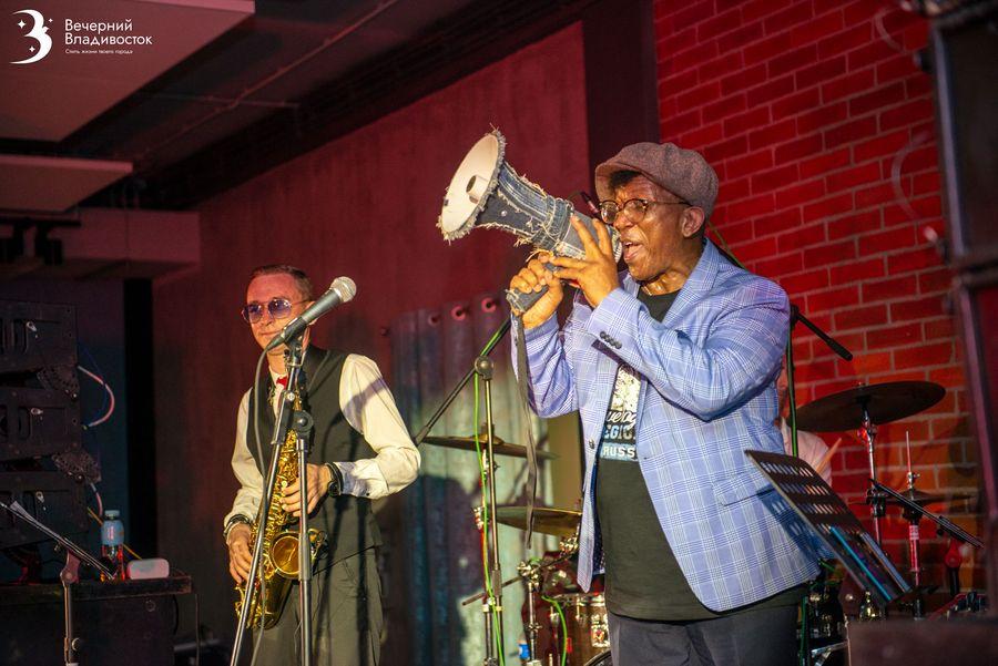 Jazz Dance! – Стивен Митчелл в Приморье