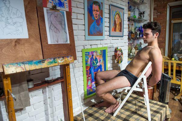 «Раздевайся, ложись»: студия рисования обнажённой натуры на Миллионке