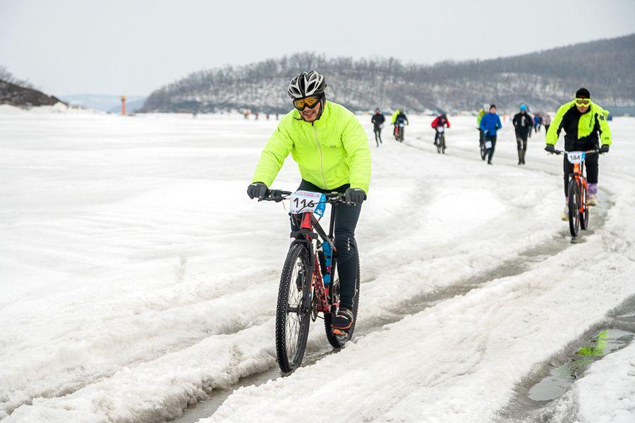 По колено в ледяной воде: испытание на прочность в морском велоралли