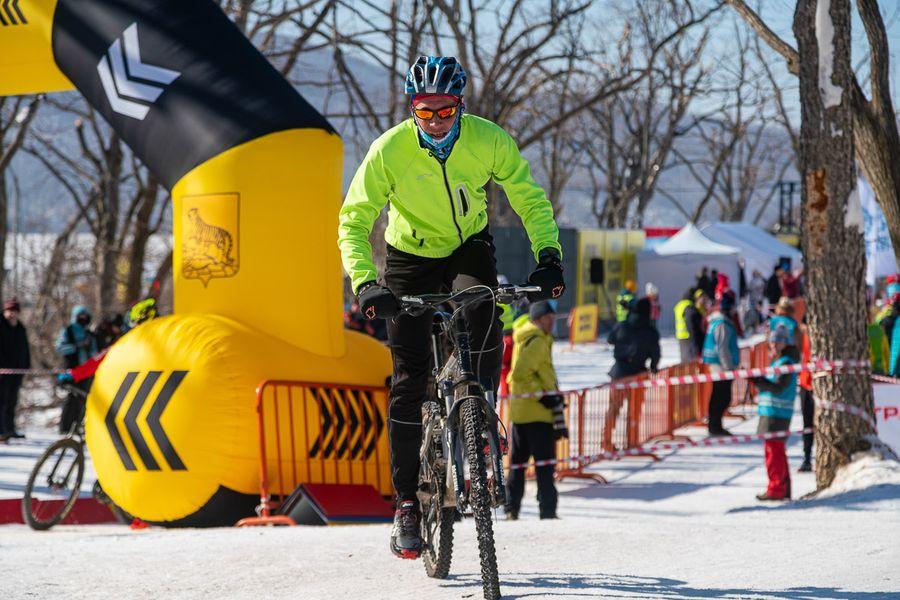 Бегом, на лыжах и велосипеде: гонки на «Ледяном острове»