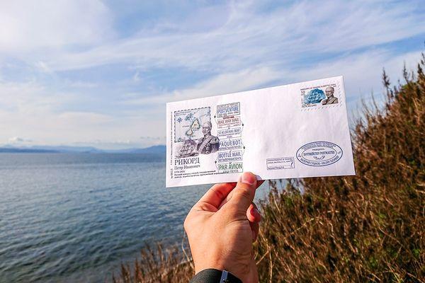 Пчёлы, байдарки и аэростаты: невероятные приключения почтмейстера во Владивостоке