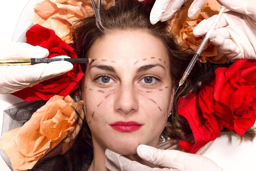Пластический хирург: «Большие грудь и губы старят женщину»