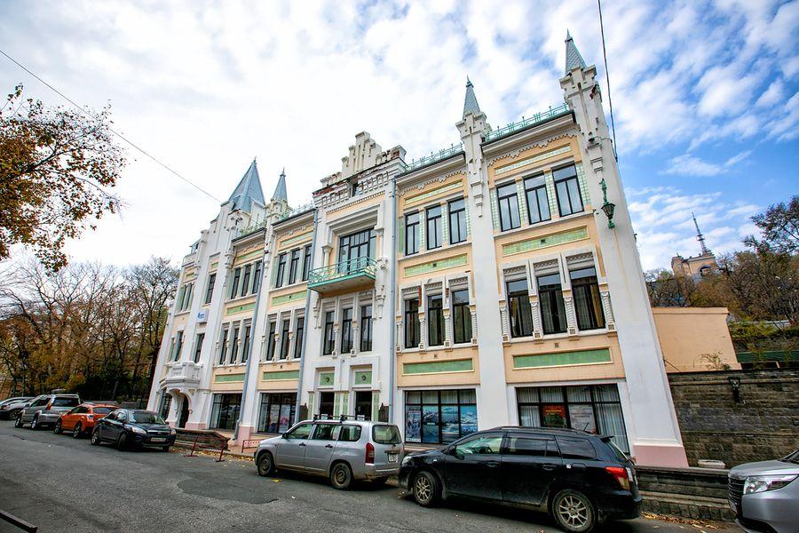 Жизнь без искусства – варварство: история Пушкинского театра