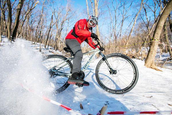 Снежные велогонки во Владивостоке
