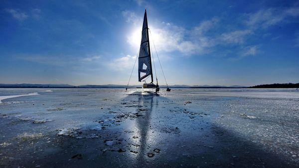 Лёд & скорость: соревнования парусных болидов