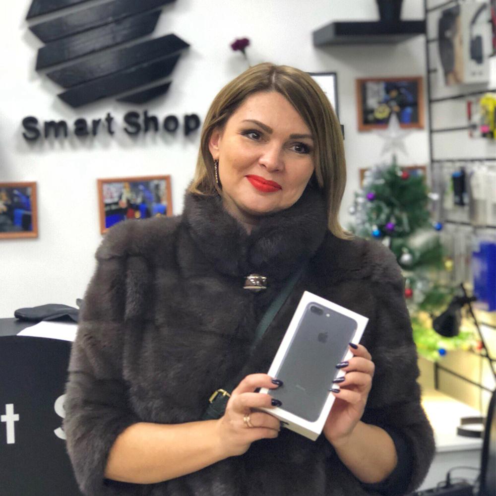 Это очаровательная Юлия и она приобрела iPhone 7 Plus 256GB!