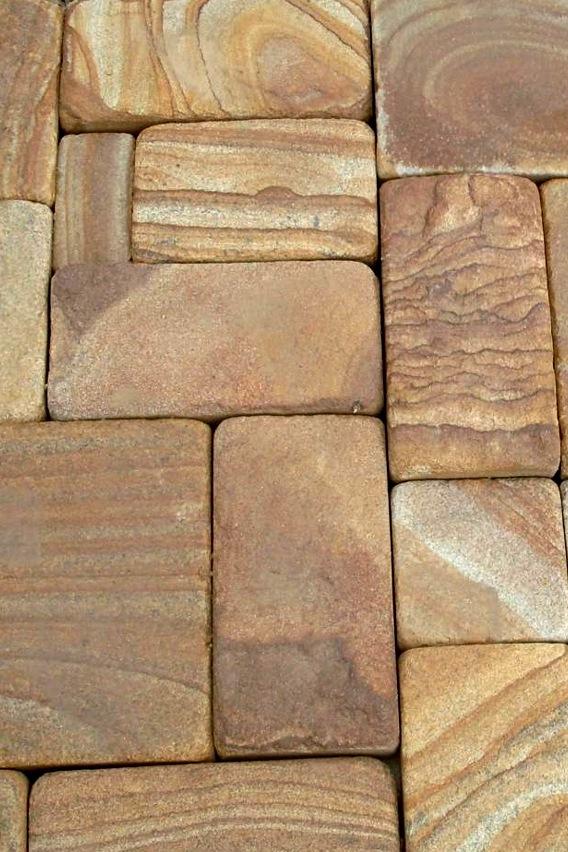 КАМЕННАЯ БРУСЧАТКА38 видов каменной брусчатки для мощения пешеходных дорожек, мостовых, подъездных путей, стоянок и автодорог. Колотая и пиленная брусчатка украсят и средневековый замок, и дворцовую площадь.