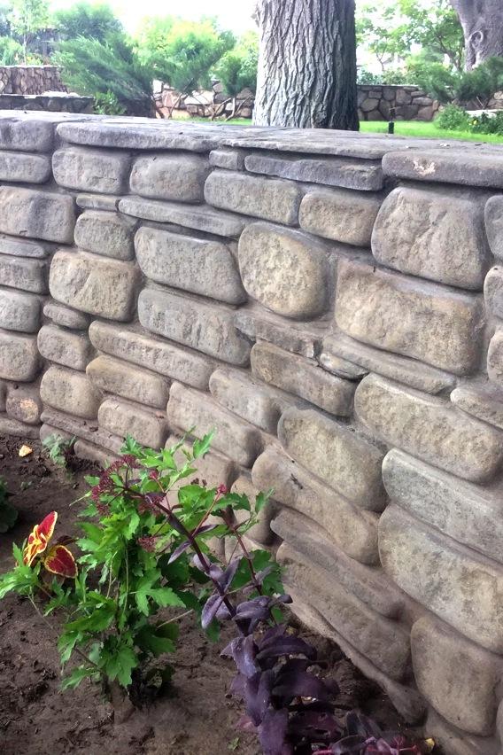 БУТОВЫЙ КЛАДОЧНЫЙ КАМЕНЬ15 видов бутового кладочного камня. Кладочный камень используют для кладки стен и заборов глубиной 250 - 400 мм.Или облицовочной кладки до 150 мм глубиной.