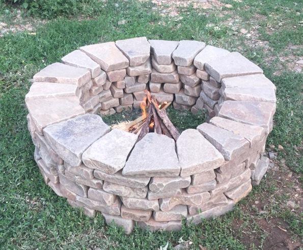 Очаг6 колец окатанного состаренного камнявысота около 39 смвнутренний диаметр 80 см, наружный 130 смподходит для барбекю