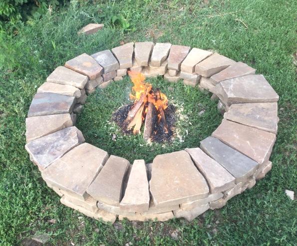 Кострище3 кольца колотого камнявысота около 20 смвнутренний диаметр 90 см, наружный 140 смподходит для уютных посиделок у огня