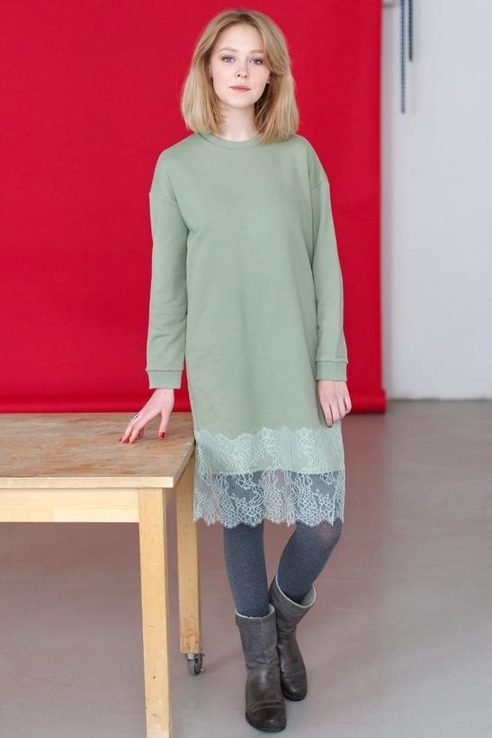 Платье-свитшотУниверсальное платье на каждый день, сделано из хлопка самого высокого качества, неприхотливо в носке и уходе. Займёт достойное место в вашем гардеробе, сочетается с кроссовками, ботильонами, сапогами или грубыми ботинками. (нет редактора)