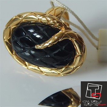 Кольцо Just Cavalli WC11609AКоллекция: SNAKE Модель: кольцо WC11609A COLL.C/CHARMS METALLO Артикул: WC11609A Размер 10 Материал: Ювелирная сталь с гальваническим покрытием, камень оникс Оригинальная упаковка.