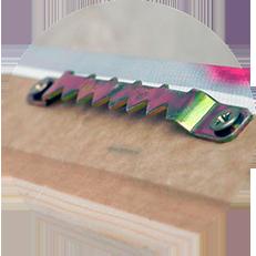 Натяжка напечатанного холста на подрамник из экологически чистой бессучковой сосны.Модульная конструкция подрамника позволяет избежать проблемы провисания холста.Крепеж «Крокодил» тщательно пристраивается к обработанной стороне холста.