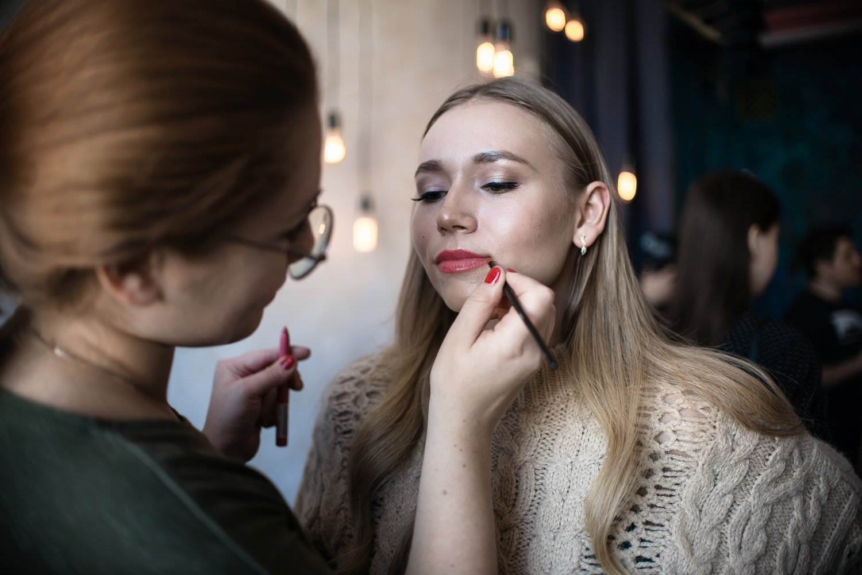 УСЛУГИ МАСТЕРОВ:визажиста, причёски, бровистовот 1400 руб