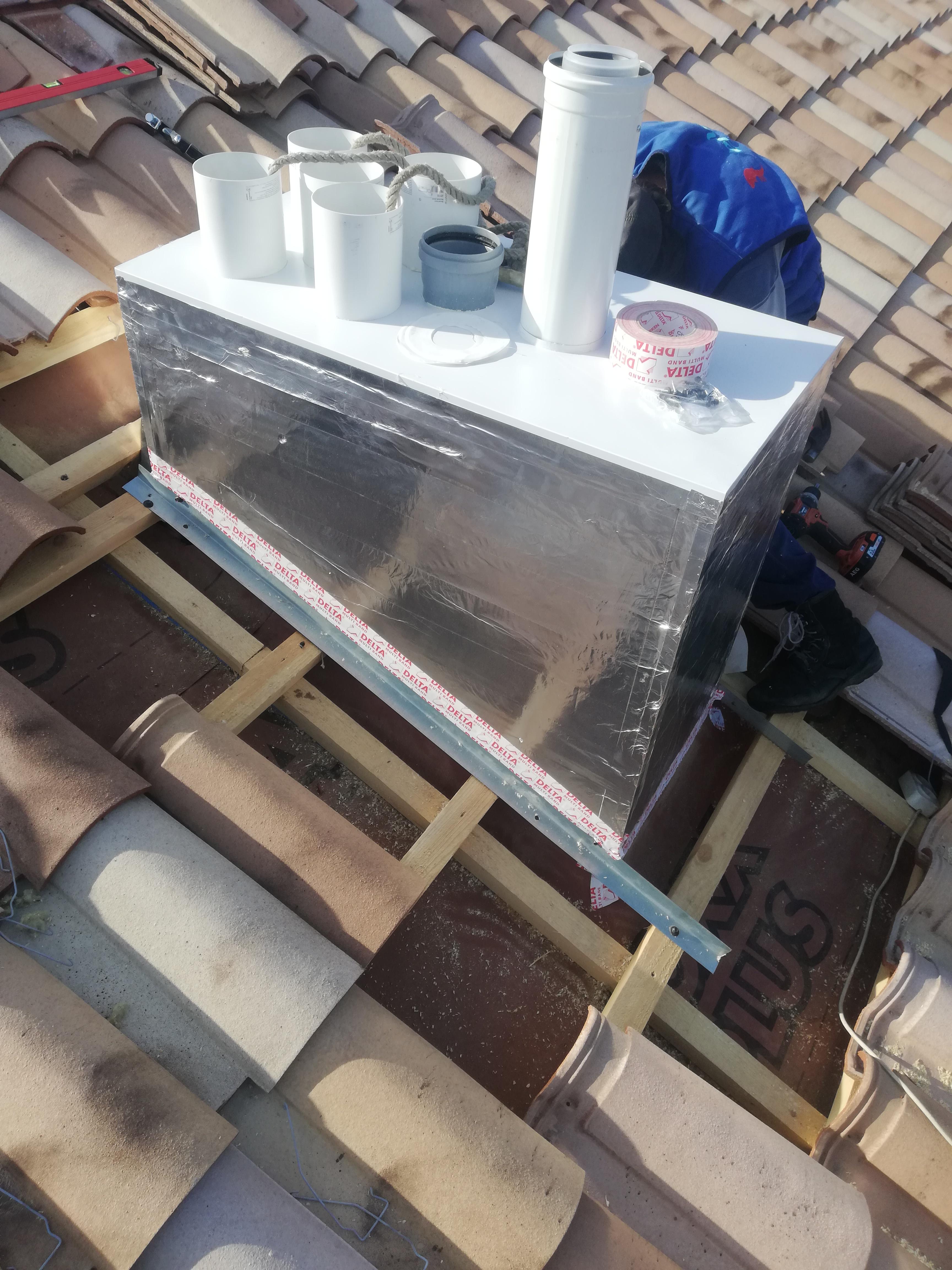 Монтаж проходного утепленного вентмодуля нашего производства. 5 вентканалов, фановая труба и коаксиальный дымоход, размер 500х1000х1250мм.