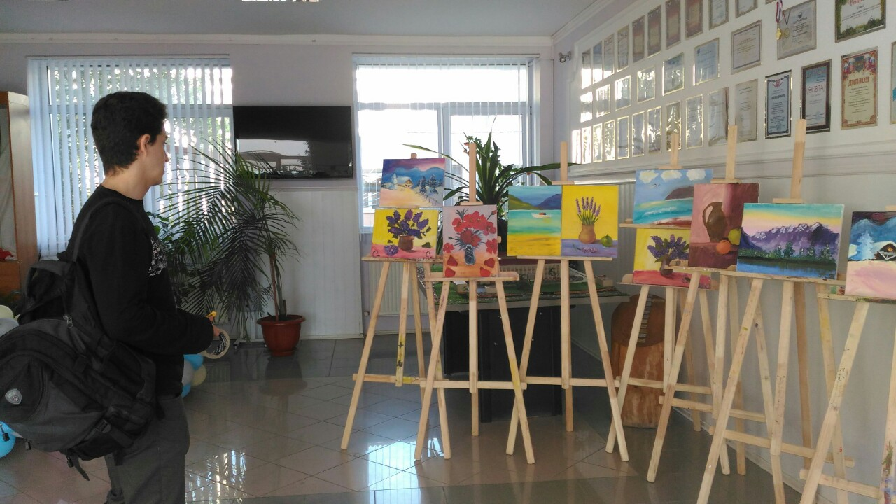 Выставка живописи в Симферопольской международной школе