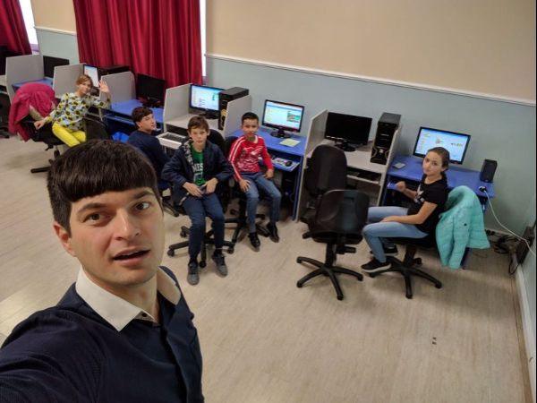 Занятие по информатики в клубе выходного дня