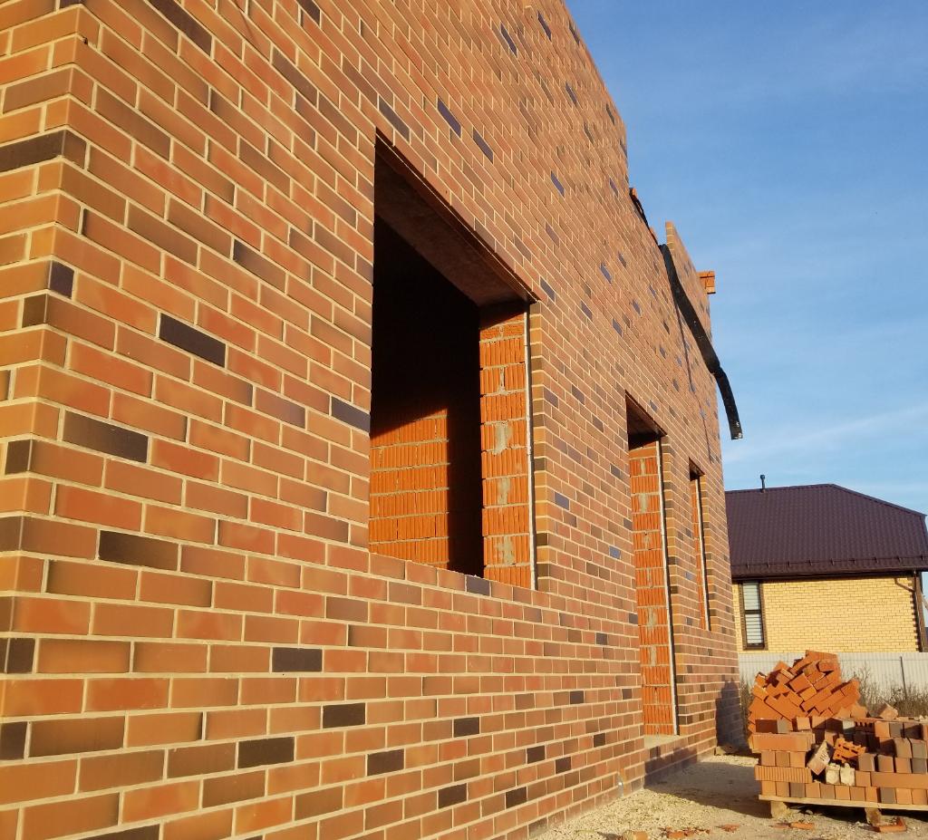 Качественная подготовка глины - наш кирпич не отстреливает, толщина стенок - 20 мм.