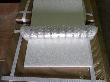 Далее магнитная колбаса упаковывается в пузырчатую пленку двойным слоем