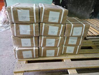 Коробки запаковываются пленкой и скотчем и отправляются клиентам